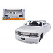 1999 Chevrolet Silverado Dooley White 1/24 Diecast Model Car by Jada