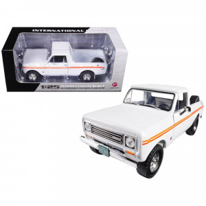 1979 International Scout Terra Pickup Truck White / Orange Spear 1/25 Diecast Model Car by First Gear 49-0407